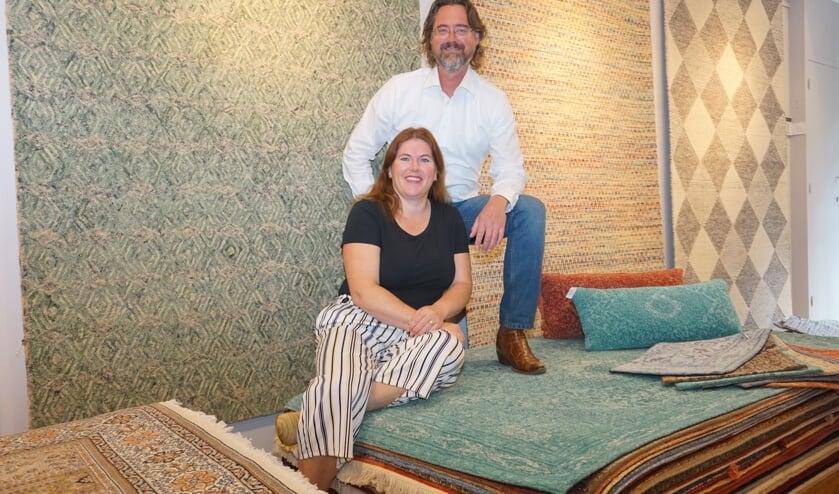 Irene en Sieto Wolters van Perez Wolters. met de prachtige collectie handgeknoopte tapijten. Foto: VSK