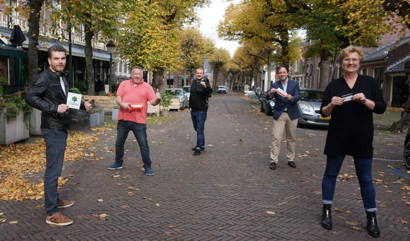 <p>Vlnr Sjoerd van Essen, Paul Bruijnzeels, Pieter van de Berg, Paul de Bruijn en Marian Handgraaf. Foto: VSK </p>