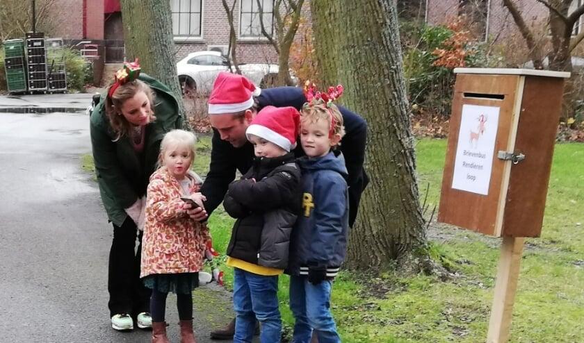 <p>Uitgedost met rode kerstmutsen of een diadeem met het gewei van een rendier zorgden de deelnemers voor een vrolijk tintje in deze donkere tijd. Foto: Rendierenloop.nl</p>
