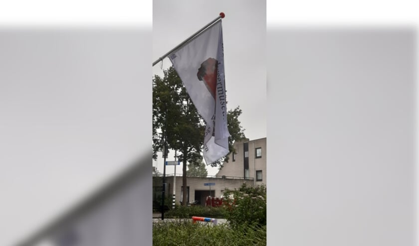 Nieuw is de museumvlag. Als het museum open is, hangt de vlag uit.