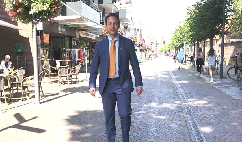 Afstand houden!, roept loco-burgemeester Paul de Bruijn op. Hij denkt niet dat er vooralsnog een mondkapjesplicht komt in Voorschoten. Foto: VSK
