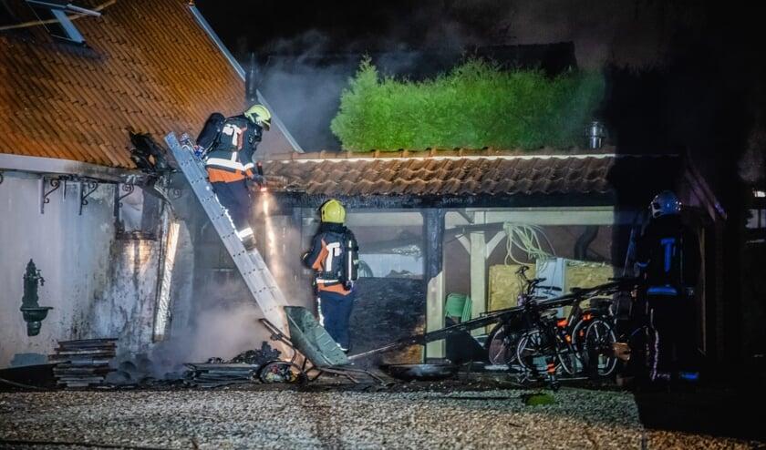 <p>Op nieuwjaarsdag werd de vrijwillige brandweer opgeroepen voor een brand aan de Kniplaan. Foto: Brandweer Voorschoten</p>