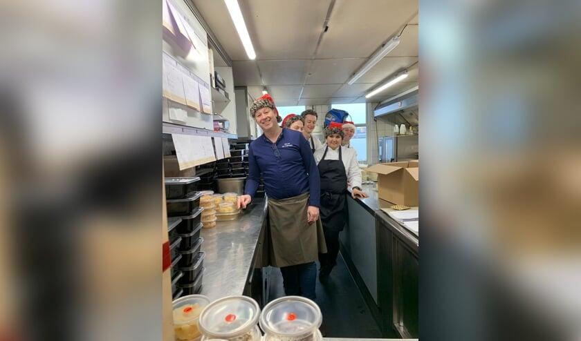 <p>Het team van De Knip met chefkok/eigenaar Marcel van Teijlingen. Foto: PR</p>