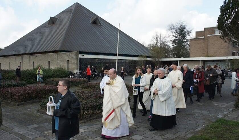 <p>In 2016 is de Moeder Godskerk aan de Schimmelpenninck van der Oyelaan officieel aan de eredienst onttrokken. Het gebouw is nu verkocht aan Niersman.&nbsp;</p>