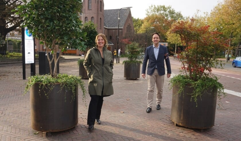 <p>COV-voorzitter Sandy Monker en wethouder Paul de Bruijn. Foto: VSK</p>