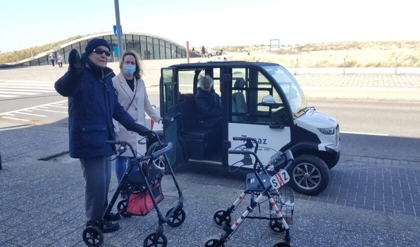 <p>De eerste cli&euml;nten van Topaz zijn al op pad geweest met de tuktuk en kwamen enthousiast terug. foto: Topaz Voorschoten</p>