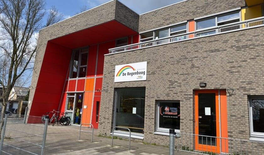 <p>Basisschool De Regenboog heeft de deuren moeten sluiten. Een kwart van de leerkrachten en veel kinderen zijn besmet.&nbsp;</p>