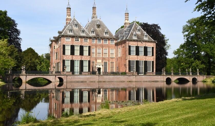 <p>Lisanne Broere schreef over Kasteel Duivenvoorde in het boek &#39;Mooiste fotolocaties van West-Nederland.&#39;</p>