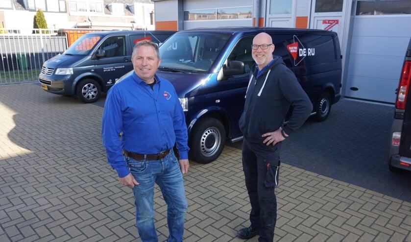 <p>Gerard de Ru (l) en Remko Meijer verhuizen De Ru Service naar de Dobbewijk. Foto: VSK</p>