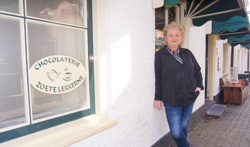 <p>De Voorstraat-kant gaat dicht maar Chocolaterie Zoete Lekkernij van Odilia blijft actief op de Tramsteeg. Foto: VSK</p>