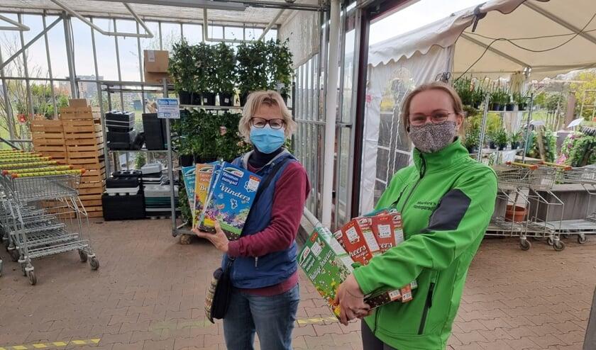 <p>Voorschoten voor de bijen kreeg een prachtige donatie van Moerkerks Plantenparadijs.&nbsp;</p>