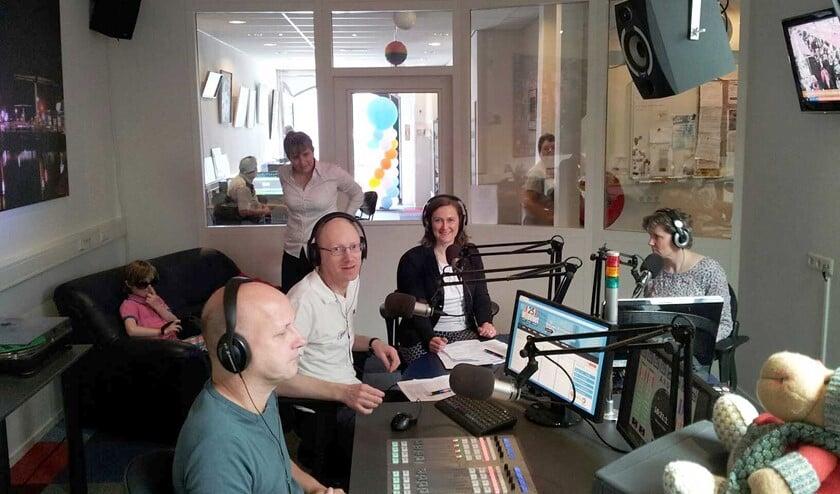 <p>Gezellige open dag in de studio van Midvliet FM en TV aan de Damlaan in Leidschendam (foto: PR).</p>