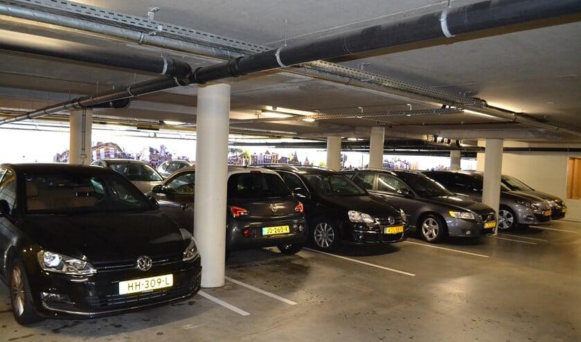 <p>Het invoeren van de blauwe zone in de Damplein parkeergarage is nog effectiever gebleken dan vooraf ingeschat (foto: Inge Koot).</p>