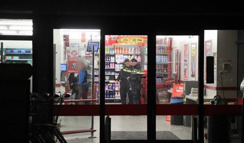 In de supermarkt werden sporen en camerabeelden veiliggesteld (foto: Rene Hendriks/Regio15)I.
