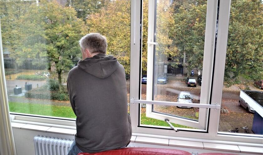 Hoe komt Don, die liever niet herkenbaar in beeld komt, aan een woning (foto: Inge Koot).