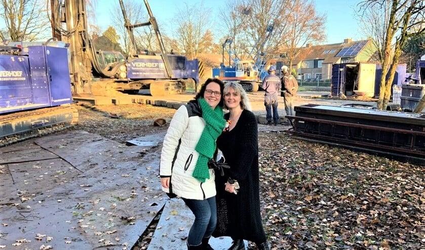 Directeur basisonderwijs Agnes van Waardhuizen en clustermanager Michelle van Die zijn blij met de start van de bouw van het kindcentrum (foto: pr).