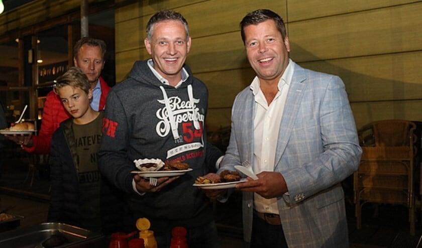Hoofdtrainer Dick Boereboom en sponsor Jan-Willem Dijksman tijdens een barbecue in 2017. Foto: Sander de Hollander