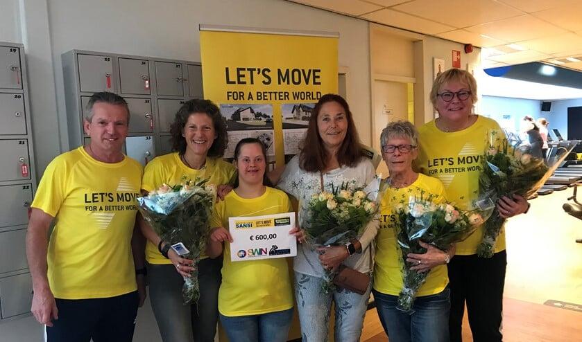 Jan van Dijk van Sportstudio Sansi, sporter Conny Peschel, toekomstig bewoonster Zonnedauw Cindy van de Sande, sporter Marianne van der Kruk, sporter Cobi van der Sman en sporter Erna Feijge.