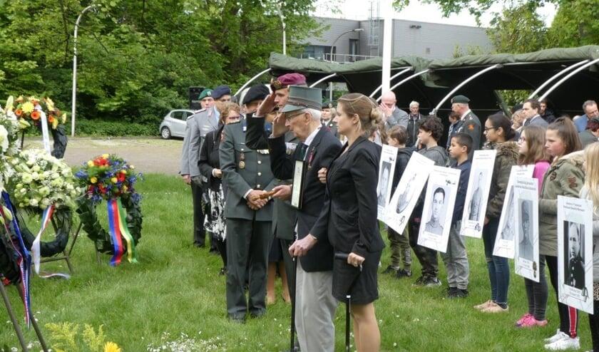 De nog krasse 102-jarige grenadier Paul Moerman bezoekt ieder jaar de herdenking.