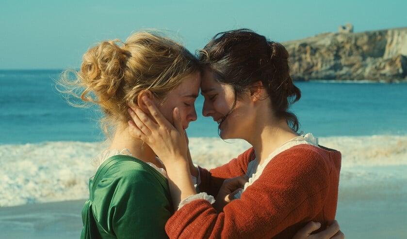 In Heloïses laatste dagen van vrijheid, groeit de aantrekkingskracht tussen de twee vrouwen, totdat uiteindelijk de liefde ontvlamt (foto: pr).