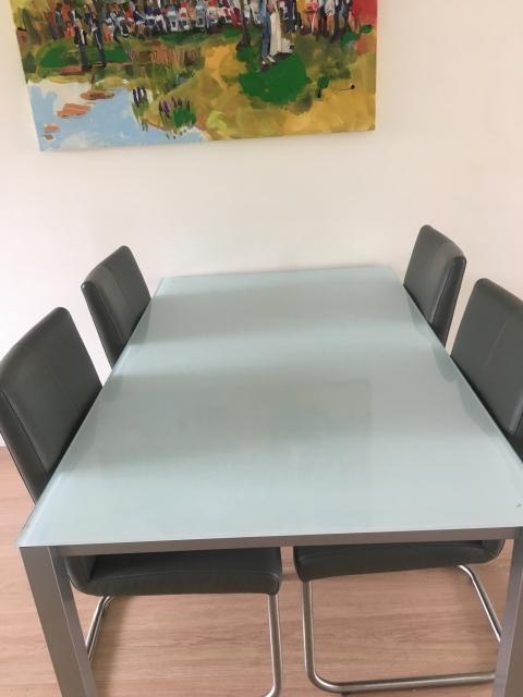 Te Koop Eettafel Met 6 Stoelen.Eetkamertafel Design 4 Personen Marktplein