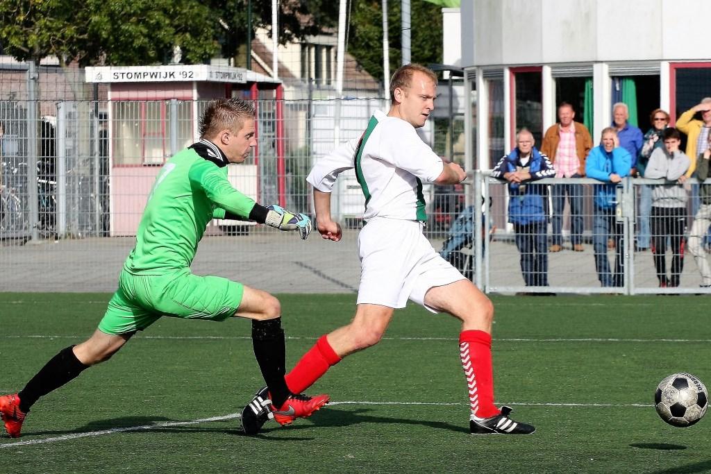 Routinier en 2e elftalspeler Toby van Marwijk (Stompwijk'92) scoorde maandag als invaller 5-4 (archieffoto: AW).  © Het Krantje
