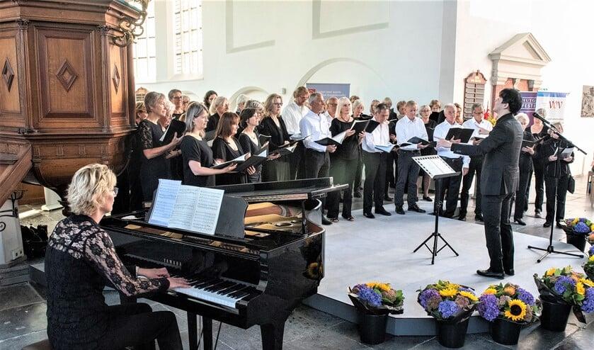 De Voorburgse Oratorium Vereniging (VOV) was een van de koren die optraden in de Oude Kerk aan de Herenstraat in Voorburg (foto:  Michel Groen).