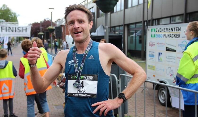 Nick van der Poel won met een ongelooflijk nieuw parcoursrecord.