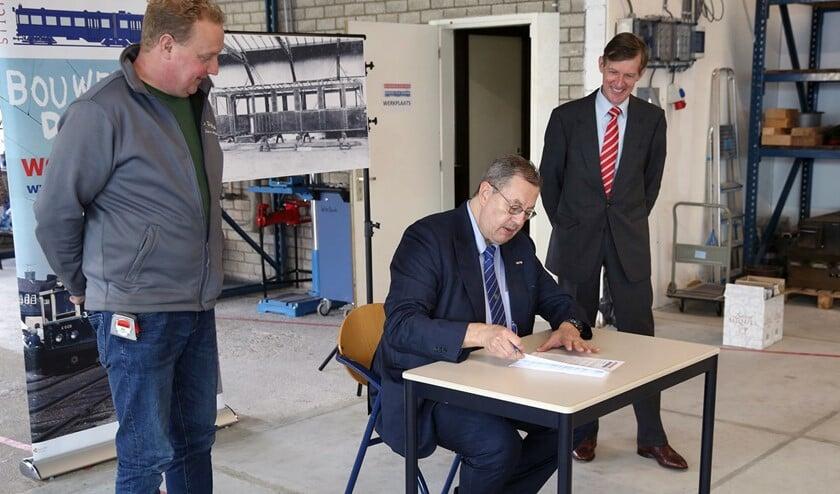 <p>Stichting De Nieuwe Blauwe Tram heeft vrijdag 23 oktober opdracht gegeven voor de bouw van de casco&#39;s van de historische Blauwe Tram A619/A920 (foto: pr).</p>