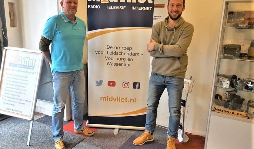 <p>Presentator Alexander Wagener en Bekende Streekgenoot Edwin van de Graaf in de Midvliet studio (foto: René Marquard/Midvliet FM).</p>