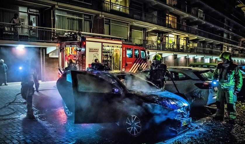 <p>Voorafgaand aan de brand aan de Prins Frederiklaan hoorden omwonenden een harde klap (foto: Sebastiaan Barel).</p>