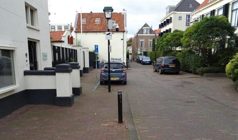 <p>De Sionsstraat in Voorburg. De camera zou na het incident zijn opgehangen (foto: Ap de Heus).</p>