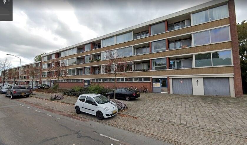 <p>Een aantal oude woningen van WoonInvest aan de Venestraat en Nieuwstraat in Leidschendam zal worden gesloopt (foto: Google Streetview).</p>
