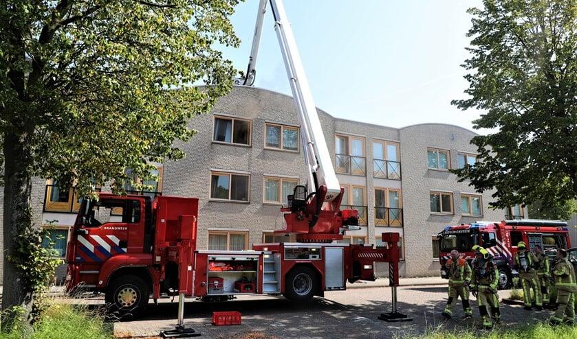 <p>De brand in de portiekwoning aan de Vinkenborghlaan in Leidschendam in augustus (archieffoto: Rene Hendriks / Regio15).</p>