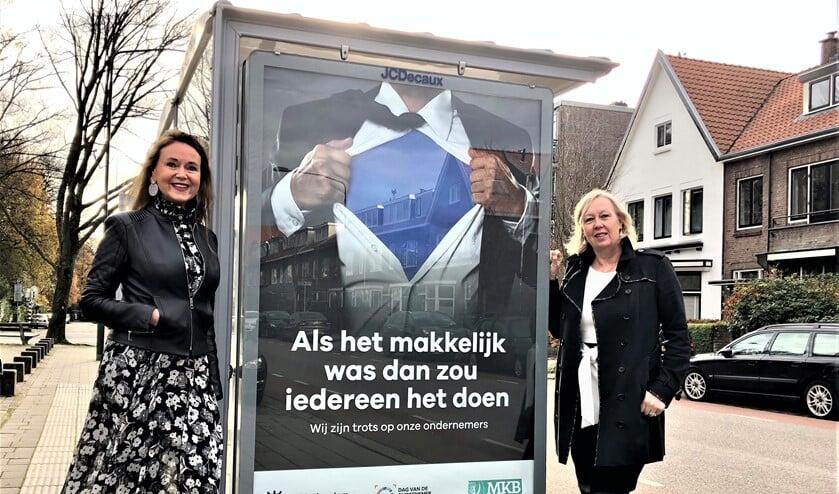 <p>Wethouder Astrid van Eekelen en voorzitter MKB L&#39;dam-V&#39;burg Benedikte Zijlstra bij een poster van de campagne (foto: gemeente LV).</p>