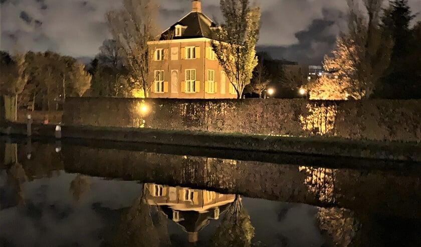 <p>Huygens&#39;Hofwijk bij avond (foto: Rob Janssens).</p>