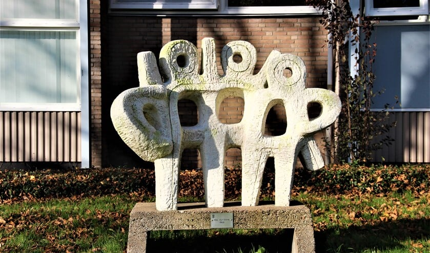 <p>Het beeld &#39;Plastiek&acute; van Marie van Eyl-Eitink (Enschede 1925-2018) &nbsp;aan de Zilvermeeuwlaan Leidschendam (foto: Marian Kokshoorn).</p>