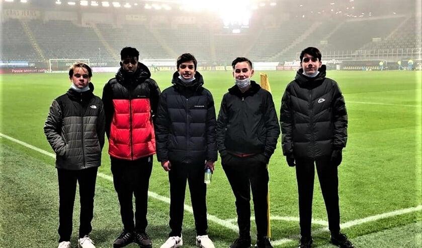 <p>Jo&euml;l, Nabil, Dean, Niek en Jorg konden de wedstrijd van ADO Den Haag tegen Heerenveen (1-1) wel van heel dichtbij bekijken (foto: pr RKAVV). </p>