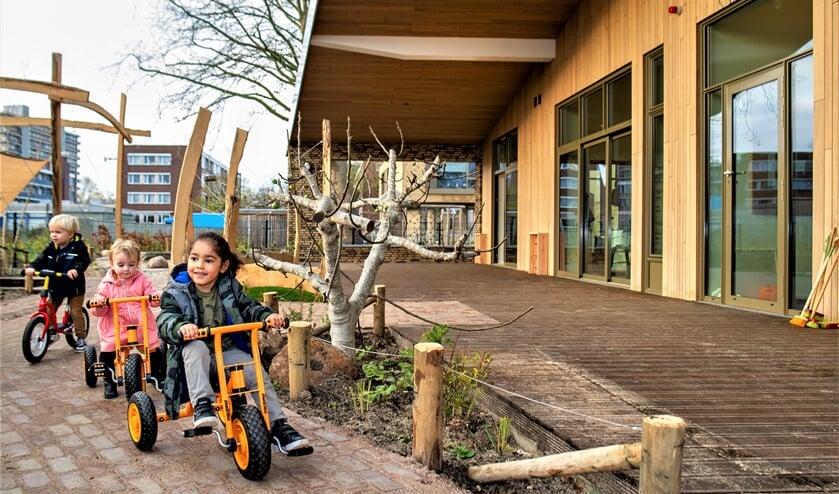 <p>Alles in en rondom het gebouw is erop gericht om kinderen te laten spelen (foto: Maurits van Hout).</p>