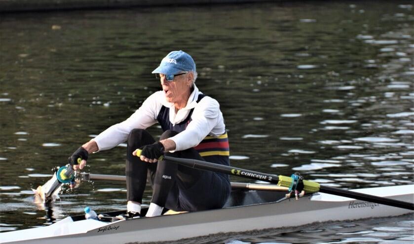 Bernard Luttikhuizen roeit al vele jaren (foto: Mignon Goossens).