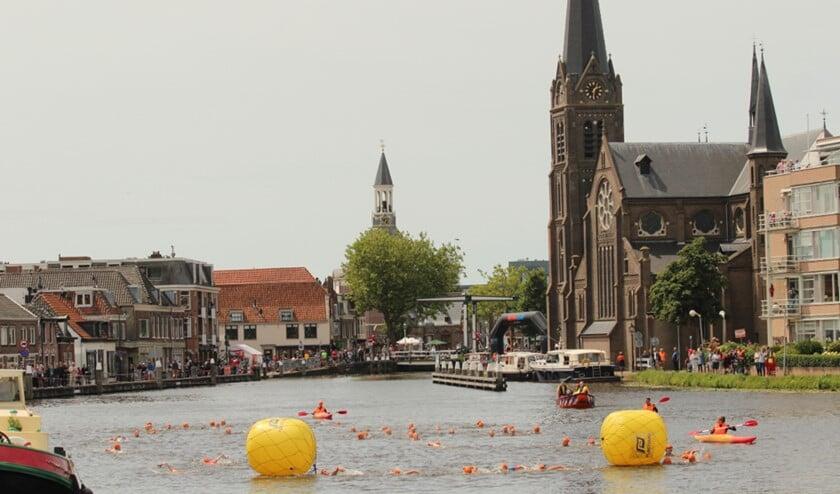 Het zwemonderdeel van de Midzomer Triathlon vindt plaats in het oude centrum van Leidschendam (foto: pr).