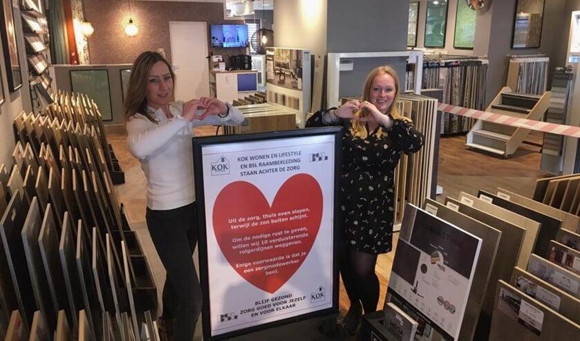 Carina en Astrid van Kok Wonen en Lifestyle maken een hartje voor de zorg.