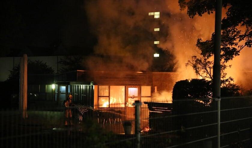 De buitenopslag van jeu-de-boulesvereniging Grand Cru '82 aan het Fluitpolderplein ging in vlammen op (foto:Nick v.d. Toorn / Regio15).
