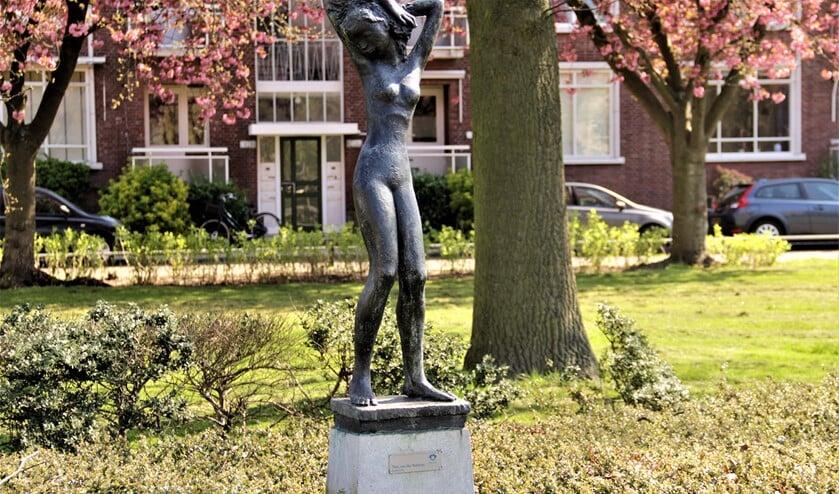 Psyche, een beeldhouwwerk van Theo van der Nahmer (1917-1989) in Voorburg (fotografie: Marian Kokshoorn).