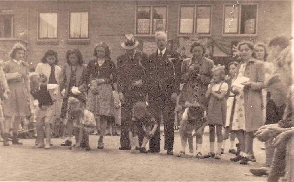 Bevrijdingsfeest op Plaats van Middendorp, Voorburg.  © Het Krantje