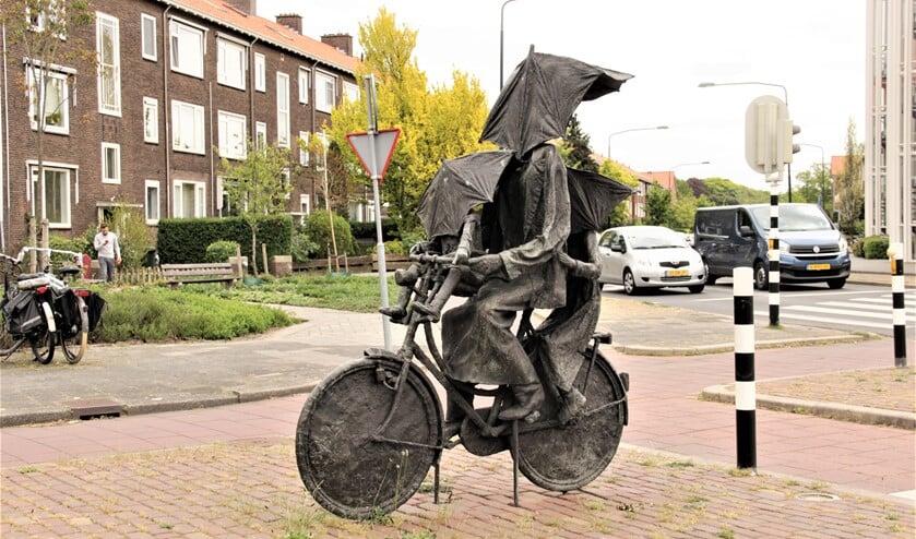 Beeld 'Singing in the rain' (1995) van Frans Kokshoorn, Prins Bernhardlaan/ Rozenboomlaan Voorburg (foto: Marian Kokshoorn).