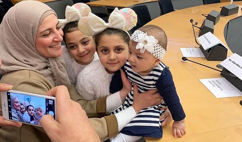 Alaa en haar drie dochters bij de naturalisatie-ceremonie op 9 januari 2020, waarbij ze de Nederlandse nationaliteit kreeg (foto: Tareg Shihab).