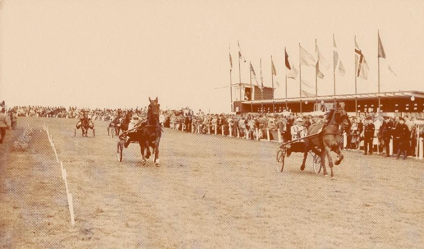 Op 30 juni 1951 werd de eerste draverij in Nootdorp gehouden.