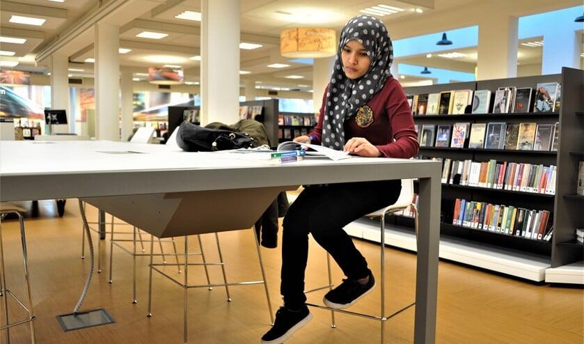 <p>De uitdaging is om meer jongeren (13-21) naar de bibliotheek te krijgen (archieffoto).</p>