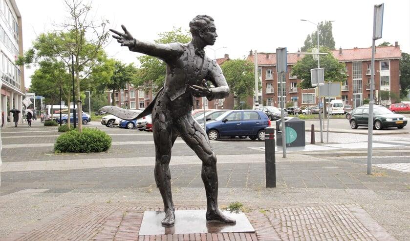 <p>Het beeld &#39;De Tobbe-vrijwilliger&#39; van Guido Sprenkels aan de Prins Bernhardlaan in Voorburg (foto: Marian Kokshoorn).</p>